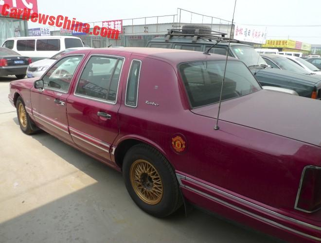 lincoln-town-car-red-china-6