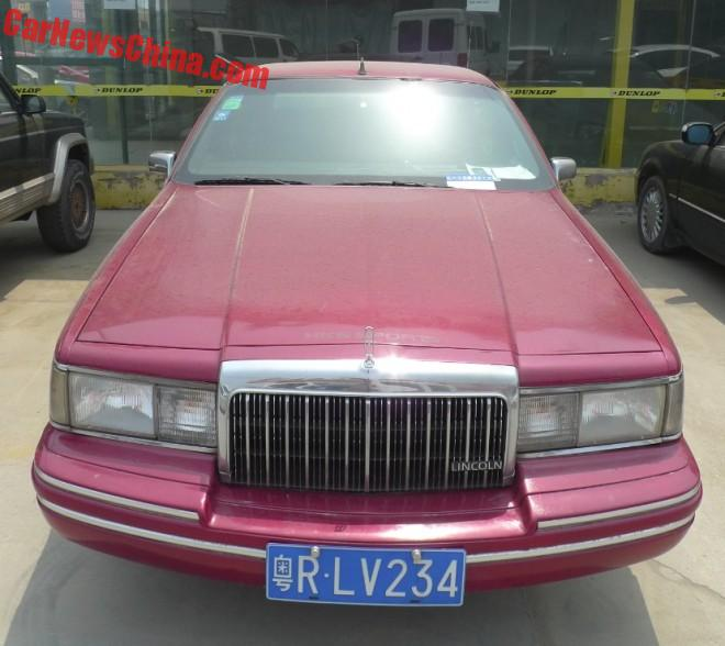 lincoln-town-car-red-china-7