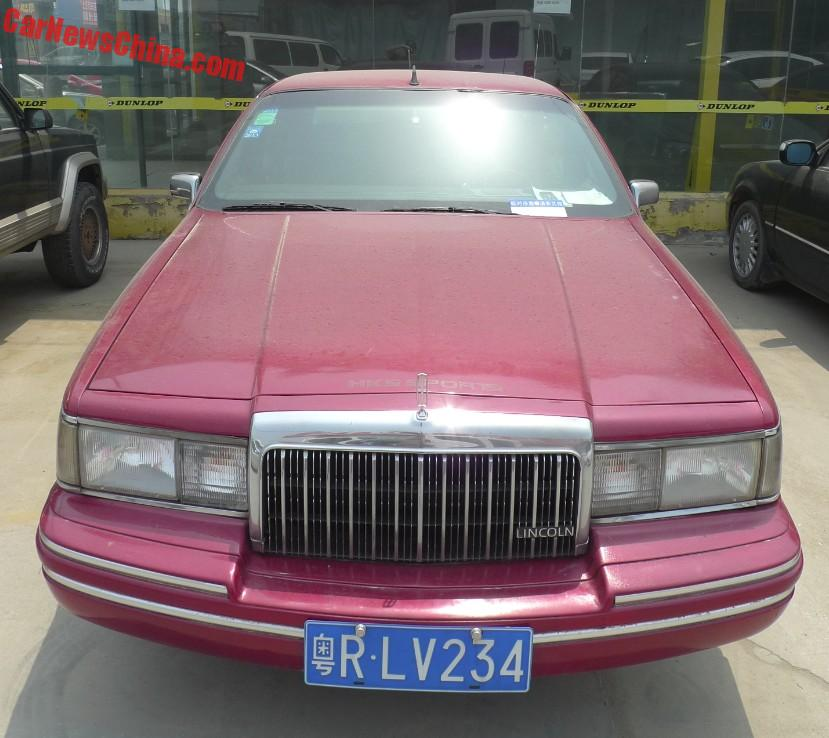 2016 Lincoln Cars: Spotted In China: Lincoln Town Car Executive Series In Red