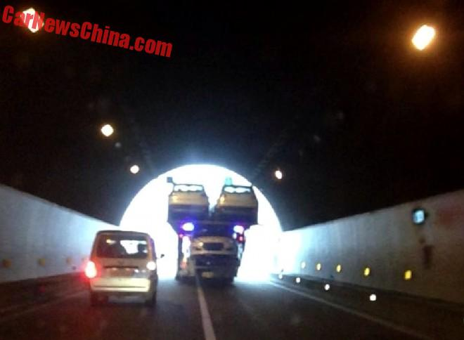 Transporting Cars through a Tunnel, the Chinese Way