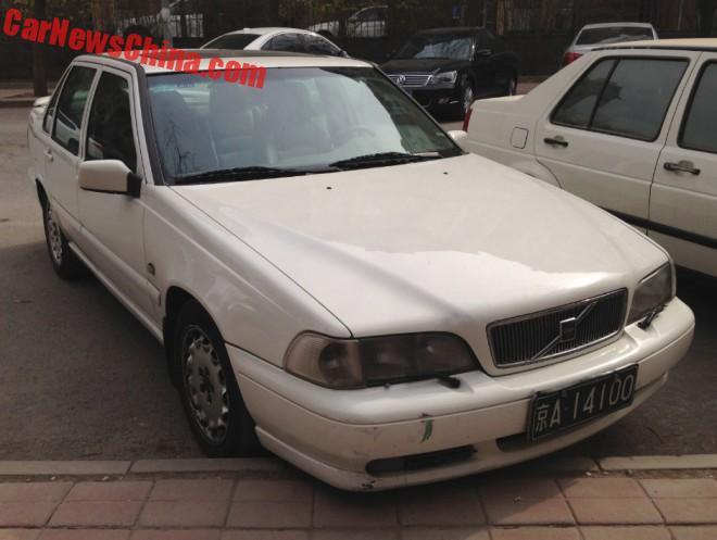 Spotted in China: Volvo S70 T5 sedan in white