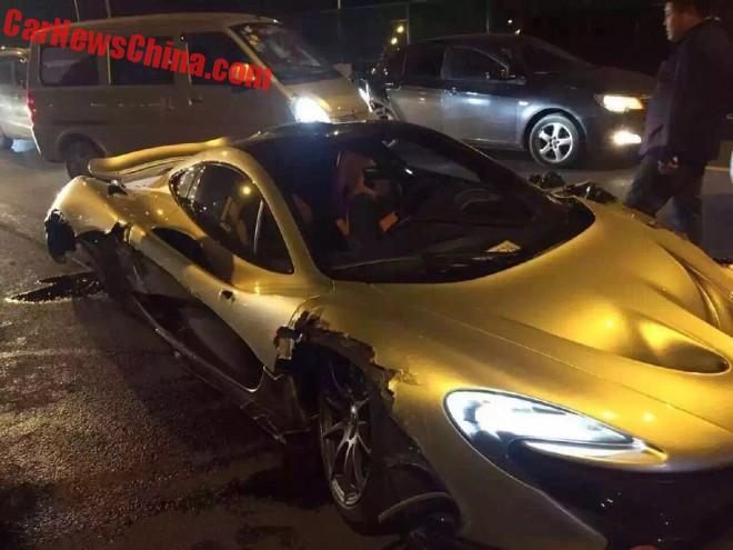 McLaren P1 Crashes in China
