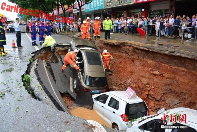 4 Cars Fall Into Sinkhole In China