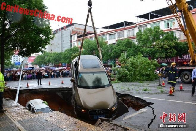 china-sinkhole-4-cars-2