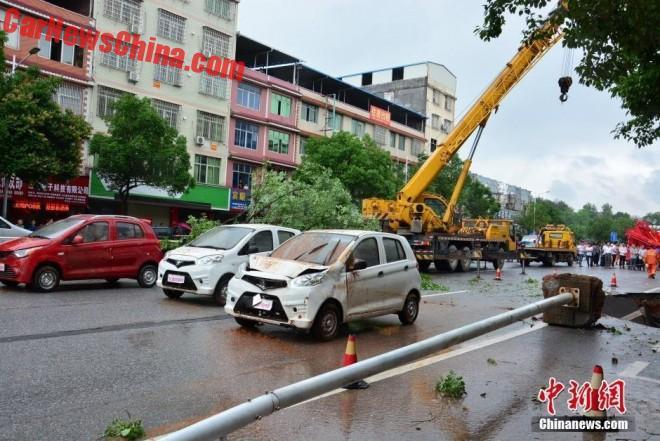china-sinkhole-4-cars-4