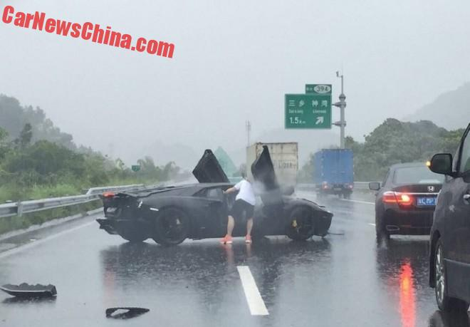 Lamborghini Aventador Crashes In The Rain In China