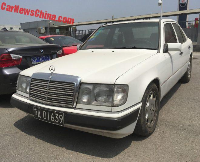 Spotted in China: W124 Mercedes-Benz In White