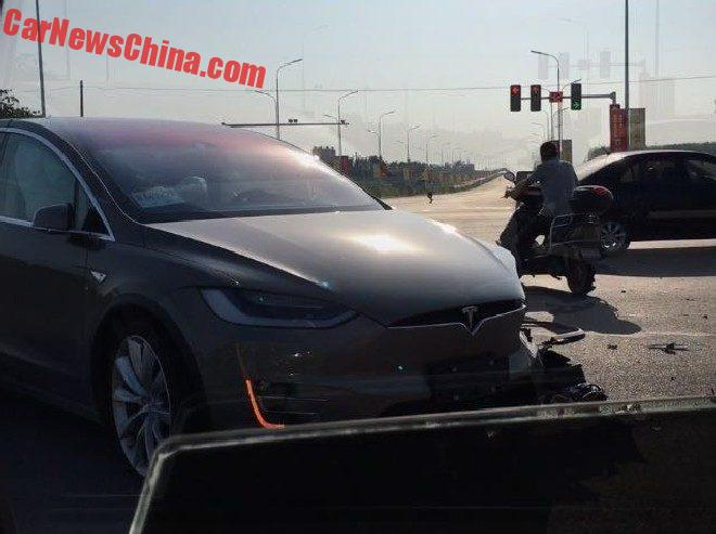 tesla-model x -crash-2