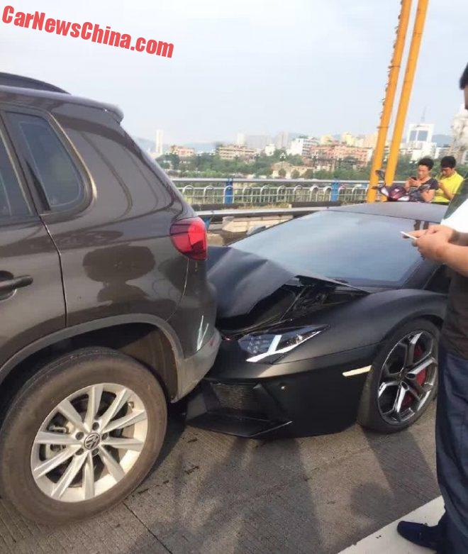 Lamborghini Aventador Hits Volkswagen Tiguan In China