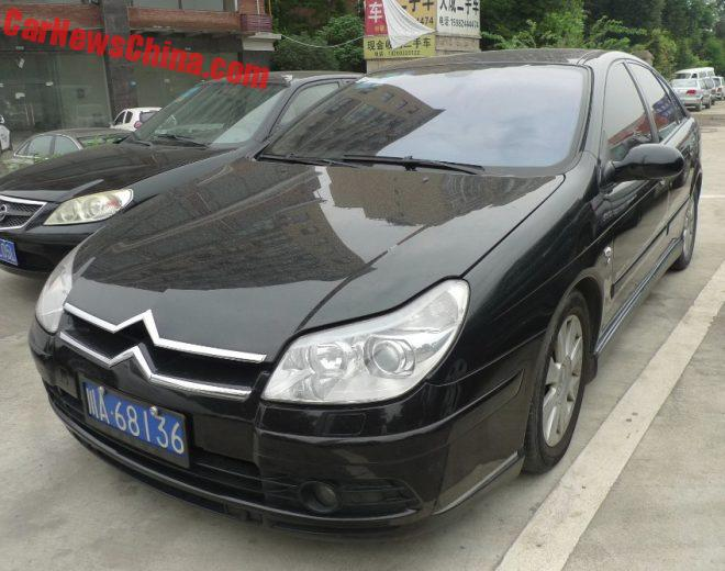 Spotted In China: First Generation Facelifted Citroen C5 3.0 V6 Exclusive
