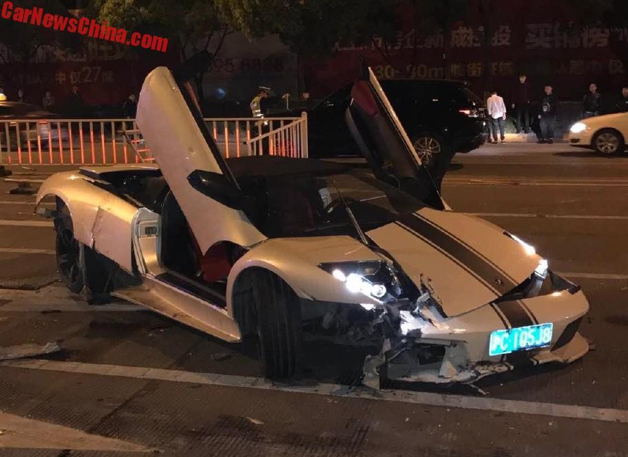 Lamborghini Murcielago Lp 640 4 Roadster Crashes In China